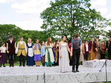 Shakespearian Thespians Take A Dour Bow