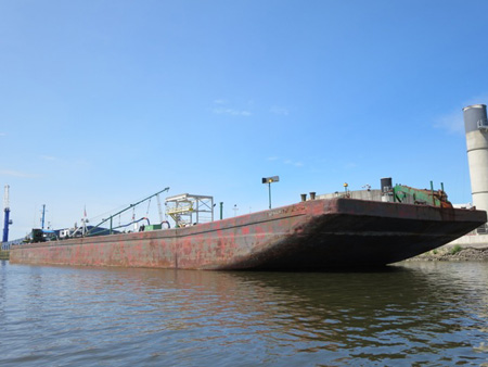 Oil Barge Loading At The Port Of Albany This Past Sunday, Holds 2.5 Million Gallons Of North Dakota Sour Crude